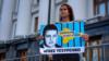 «Просимо зустрічі з президентом України»: одиночний пікет дружини Владислава Єсипенка (відео)