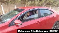 زهرا بانوی راننده موتر در شهر شبرغان
