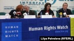 Human Rights Watch ұйымы өкілдері. Мәскеу, 24 сәуір 2013 жыл. (Көрнекі сурет)