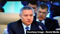 Outgoing Uzbek Finance Minister Rustam Azimov (file photo)