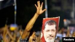 حامیان محمد مرسی در قاهره- پنجشنبه، ۱۳ تیرماه ۱۳۹۲