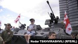 Военная продукция «Дельты» на «индустриальном параде» в Тбилиси (архивное фото)