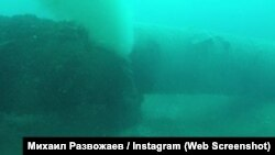 Канализационная труба, прорыв которой загрязнил прибрежные воды
