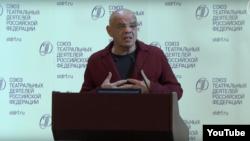 Константин Райкин на съезде Союза театральных деятелей