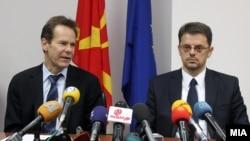 Поранешниот шеф на мисијата на ММФ во земјава Вес Мекгру и министерот за финансии Зоран Ставрески.
