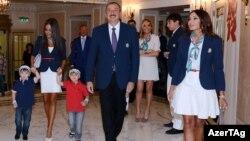Մեծ Բրիտանիա - Ադրբեջանի նախագահ Իլհամ Ալիևը և նրա ընտանիքի անդամները Լոնդոնի Օլիմպիական խաղերի ժամանակ, 2012թ․