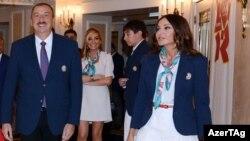 Азери президенти Илхам Алиев жубайы Мехрибан Алиева менен