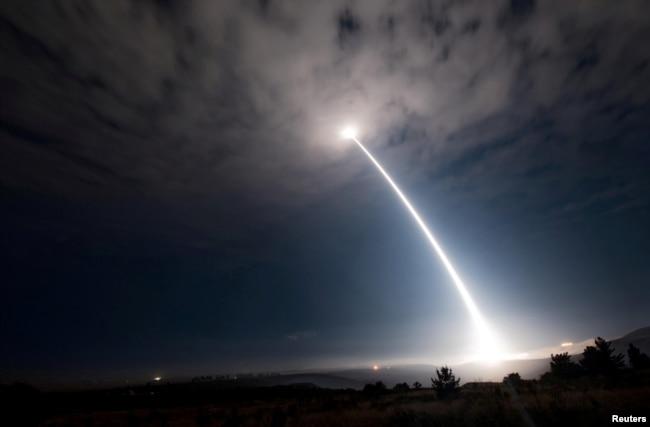 Интерконтинентальная ракета Minuteman III во время тестового запуска в 2017 году