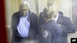 Dominique Strauss-Kahn, adus la curtea de justiţie, New York