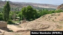 Кыргызстан менен Тажикстандын чек арасы. Достук айылы.