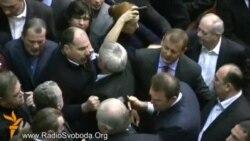Штовханина в Раді після голосування за бюджет