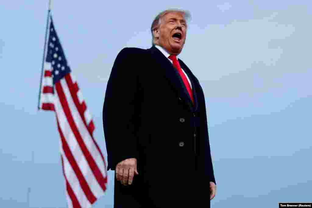 САД - Претседателот на САД, Доналд Трамп, повторно одби да се обврзе на мирен трансфер на власта доколку ги загуби претседателските избори на 3 ноември.