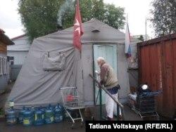 Палатка Мальтийской службы помощи, вид снаружи