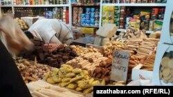 Прилавок на продуктовом рынке, Лебапская область Туркменистана
