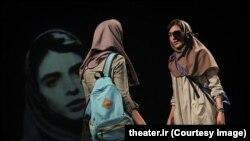 نمایش «شنیدن» از آثار مورد توجه تئاتر ایران در ماههای اخیر بوده است