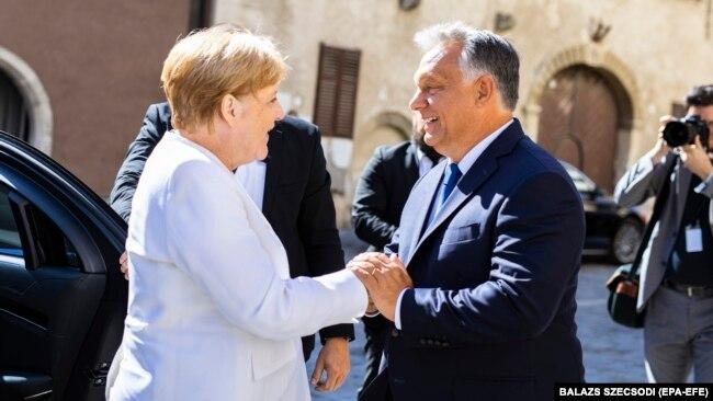Osmjesi koji ne govore o političkom slaganju - Angela Merkel, odlazeća njemačka kancelarka, i Viktor Orban, mađarski premijer, prilikom susreta u Mađarskoj 19. avgusta 2019.
