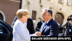 Орбан Меркелро дар шаҳри Шопрон пазироӣ мекунад