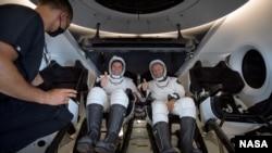 دو فضانورد امریکایی که از ایستگاه فضایی بینالمللی به خلیج مکسیکو رسیده اند.