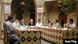Hillari Klintonun Bakıda gənclərlə görüşü - 4 iyul 2010