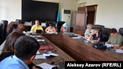 Эпизод обсуждения проекта правил содержания и защиты зеленых насаждений. Алматы, 1 августа 2018 года.