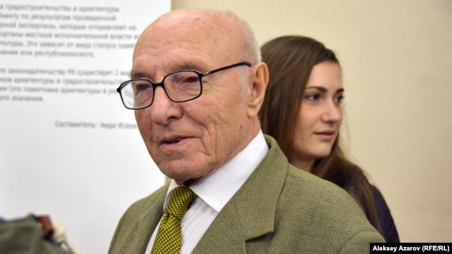 Один из посетителей выставки-музея — архитектор Спиридон Космириди. Алматы, 31 марта 2017 года.
