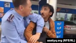Белсенді Болатбек Біләловті полиция ұстап жатқан кез. Астана, 16 маусым 2015 жыл.