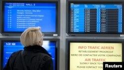 Спустя пять дней ограничений, наложенных на воздушное сообщение из-за извержения исландского вулкана, из европейских аэропортов начали выполняться первые рейсы