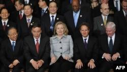 2011 жылғы АҚШ-Қытай стратегиялық-экономикалық диалогына қатысушы екі ел үкіметінің мүшелері. Вашингтон, 9 мамыр 2011 жыл.