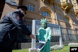 Акция у посольства США в Москве, 2014 год