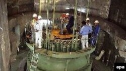 Russian and Iranian workers at the Bushehr reactor core (file photo)