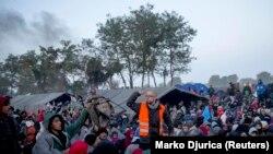 Srpsko selo Berkasovo u kojem su bile izbjeglice, na granici sa Hrvatskom u oktobru 2015.
