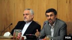محمود احمدی نژاد (راست) همراه با محمدرضا رحیمی