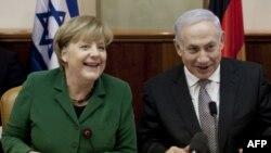 Премьер-министр Израиля Биньямин Нетаньяху и канцлер Германии Ангела меркель на совместном правительственном заседании в Иерусалиме