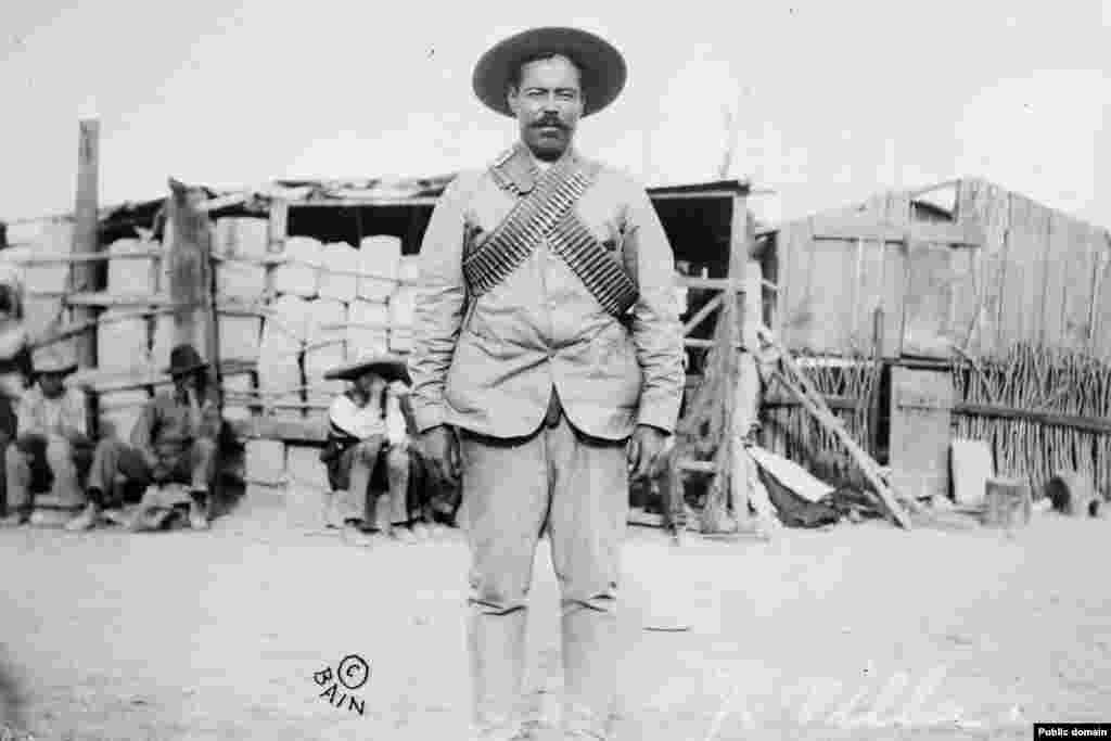 Pancho Villa, a Mexikói Forradalom katonai vezetője. Reed számára a kiugrást az hozta el, amikor 1913-ban megbízták, hogy tudósítson a mexikói forradalomról. Hónapokat töltött Pancho Villa hatalmas felfordulást okozó fegyveres lovasaival. Eleven és színes tudósításaival megalapozta újságírói hírnevét.