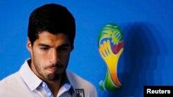 Уругвай командасынын оюнчусу Луис Суарез