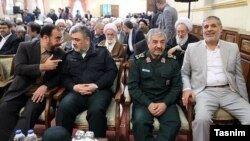حسین فدایی، رئیس بازرسی دفتر رهبر جمهوری اسلامی، نفر اول سمت راست