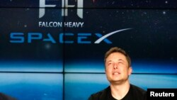 США – засновник SpaceX Ілон Маск під час прес-конференції після запуску Falcon Heavy