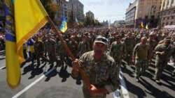 Ваша Свобода | Зеленський тримається проти Путіна, Макрона і Меркель