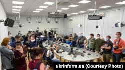 Журналісти перед початком пресконференції Антона Родненкова й Івана Кравцова, 8 вересня 2020 року