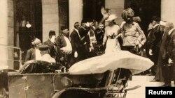 Австрия эрцгерцогы Франц Фердинанд пен оның әйелі София. Сараево, 28 маусым 1914 жыл. Сурет Сараево музейінен түсірілді.