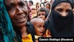 خشونتها در میانمار باعث شده که حدود ۴۲۲ هزار نفر از مسلمانان روهینگیا به بنگلادش بگریزند.
