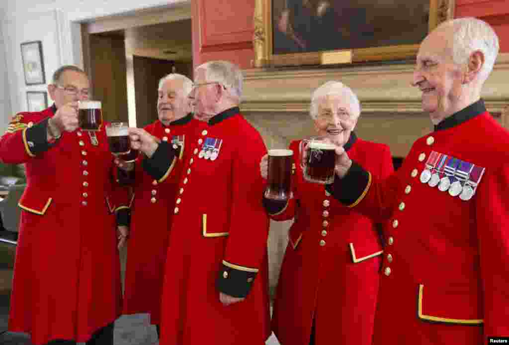 The Chelsea Pensioners -- a club of retired British Army soldiers -- toast the birth of a baby boy born to Britain's Prince William and Catherine, the duchess of Cambridge. The couple's first son was born on July 22 in a central London hospital.