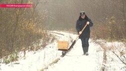 Хранитель заброшенных рельсов: поезда не ходят, но машинист продолжает обходить путь