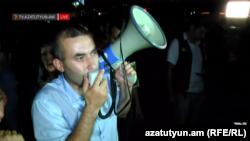 «Հիմնադիր խորհրդարանի» անդամ Հարություն Աղլամազյանը Ազատության հրապարակում, 4-ը օգոստոսի, 2016