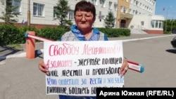 Алма Бухарбаева на пикете в поддержку Азамата Мейрманова