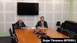 Lideri Demokratskog saveza Kosova Isa Mustafa i pokreta Samoopredeljenje Albin Kurti dva dana pred sednicu Skuštine nisu postigli dogovor o formiranju nove Vlade Kosova (arhivska fotografija, susret 2. decembra 2019.)