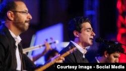 همایون شجریان و برادران پورناظری در یکی از اجراهای کنسرت «چرا رفتی» در ایران