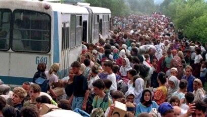 Izbjeglice iz Srebrenice na putu ka Tuzli
