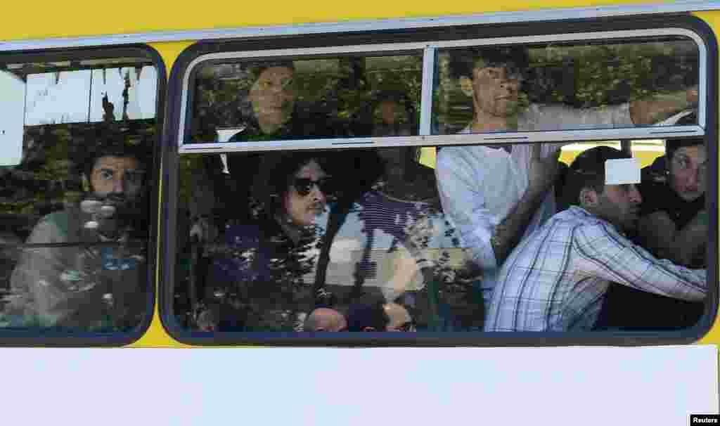 Эвакуацыя ўдзельнікаў гей-параду ў Тбілісі.