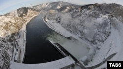 Крупнейшая ГЭС России - Саяно-Шушенская